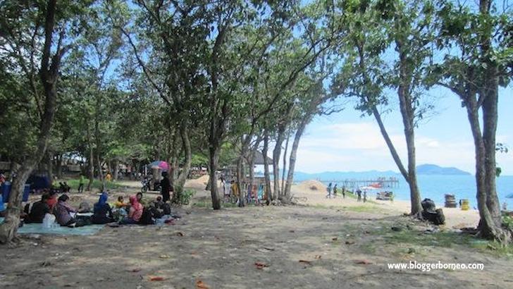 Tempat Rekreasi Pantai Pasir Panjang Singkawang