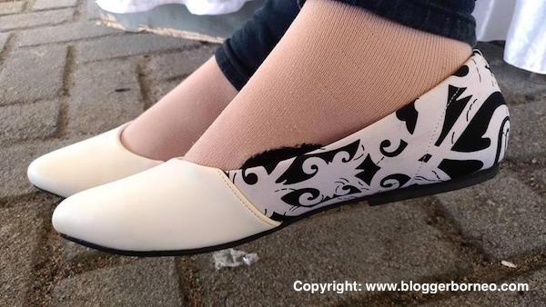 Sepatu Motif Batik Corak Borneo