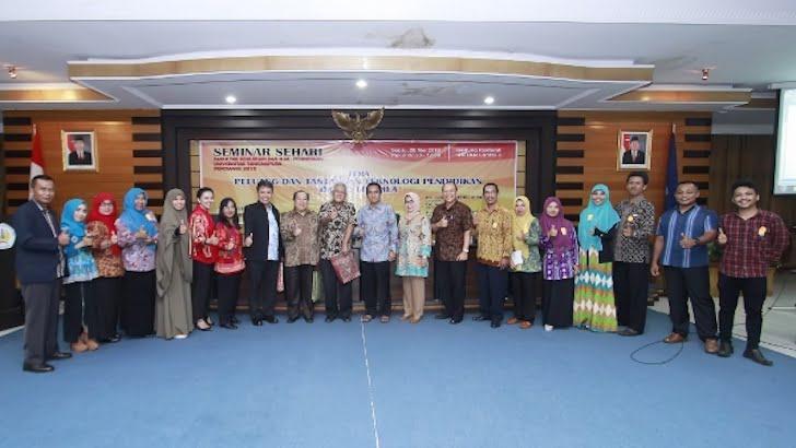 Foto Bersama Narasumber dan Panitia Seminar Pendidikan FKIP Untan