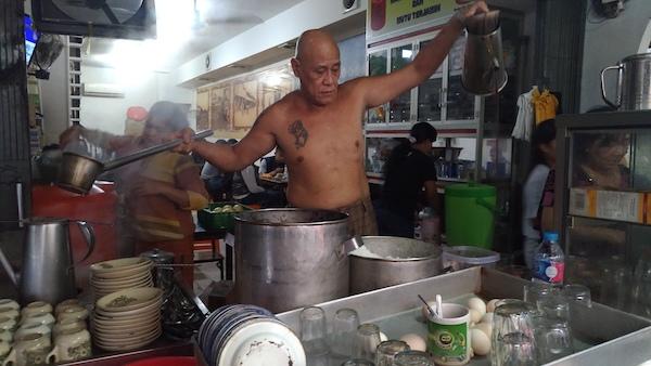 Pemilik Warkop Asiang Merapi Sedang Beraksi