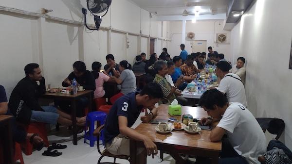 Suasana Ruangan Dalam Warkop Asiang Merapi
