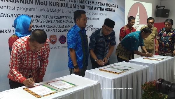 Penandatanganan MoU SMK TSM Astra Honda Kalimantan Barat 2016