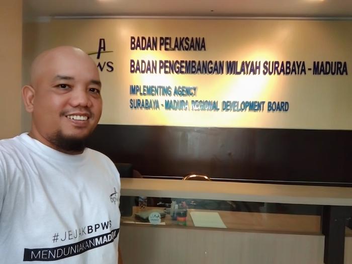 FamTrip Menduniakan Madura - Selfie di Kantor BPWS