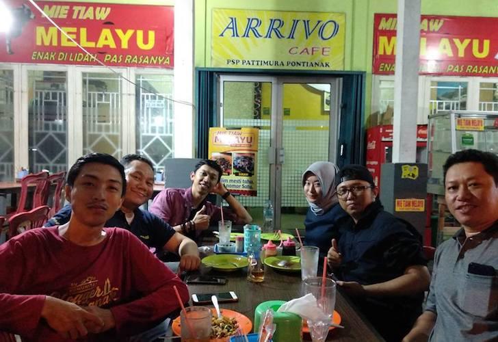 Tim PR ASUS Indonesia Makan Mie Tiaw Melayu Pontianak