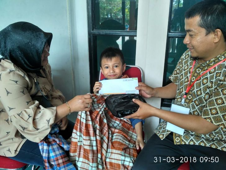 Bingkisan dari Donatur Khitanan Berkah 2018