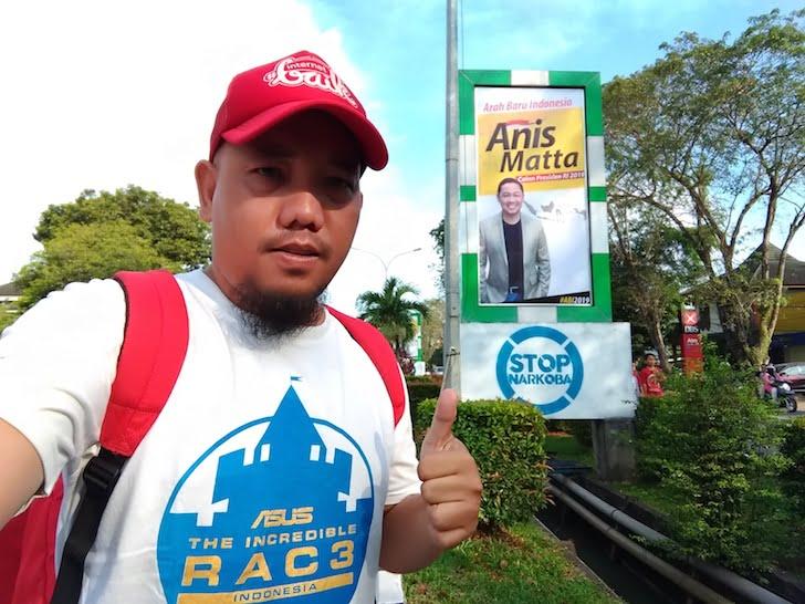 Blogger Borneo Foto Selfie Baliho Anis Matta Jalan Ahmad Yani Pontianak