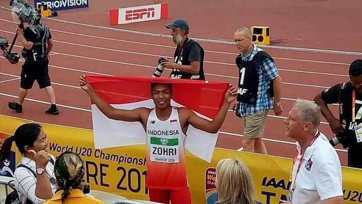 Muhammad Zohri dengan Bangga Membawa Bendera Indonesia