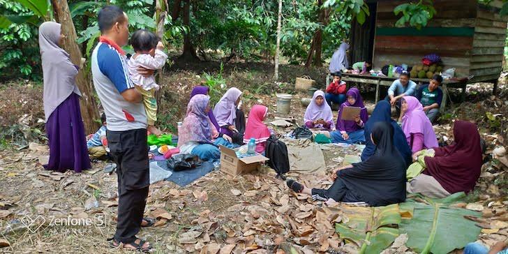 Salimah Kalbar Membuat Kegiatan di Kebun Durian Pinggiran Kota Pontianak