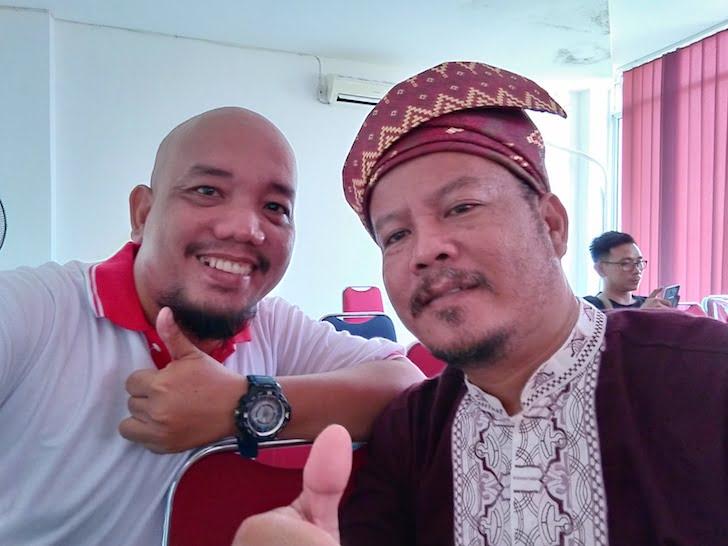 Blogger Borneo Foto Bersama dengan Salah Seorang Peserta Pelatihan PontiMarket
