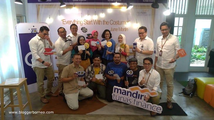 Sesi Foto Bersama Pemenang Kuis Mandiri Tunas Finance