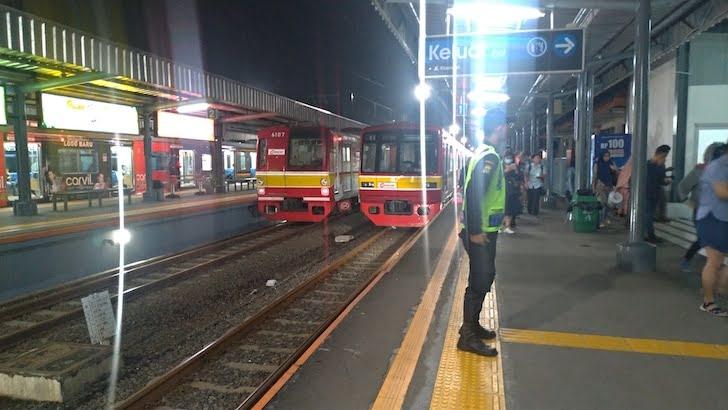 Kereta Api Commuter Jakarta Tangerang